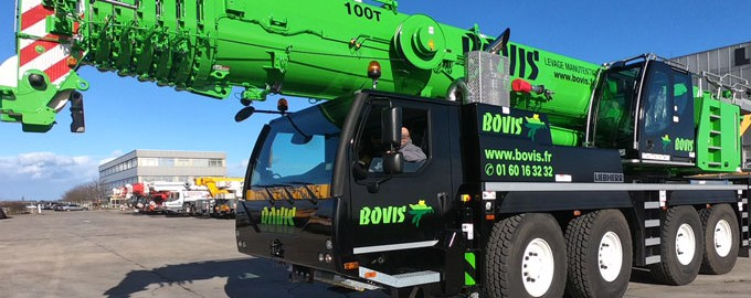 Camion grue pour manutention