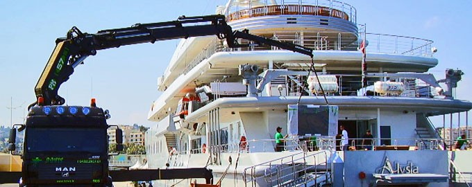 Event benefits on yachts or luxury hotels