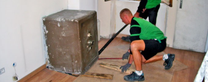 Removal of old safe-deposit box for destruction