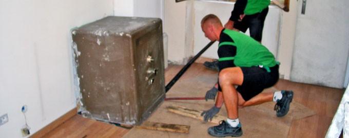 Removal of old safe-deposit box for destruction