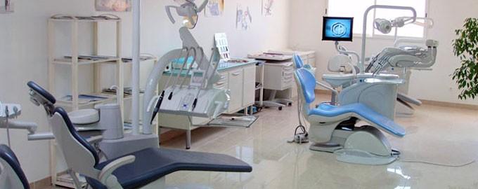 Entrega de pequeño material médico y dental