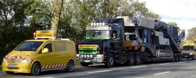 Convois exceptionnels avec véhicules d'accompagnement