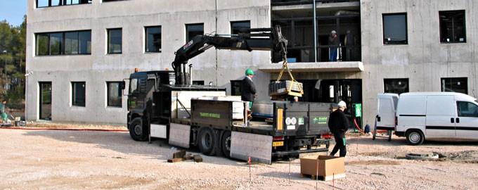 Entrega de ascensores hidráulicos y de contrato de modernización