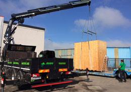 Dépotage de conteneur à Caen par DLM du Groupe Bovis