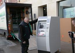 Manutention de distributeur de billet à Paris par Manudem 78